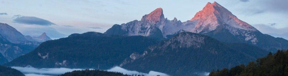 Bergpanorama - Natur und bäuerliche Tradition in Berchtesgaden und Hochkultur in Salzburg